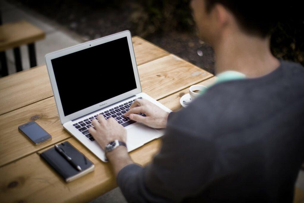 フリーランス1年目は経費管理をオンラインアシスタントに頼んで楽する